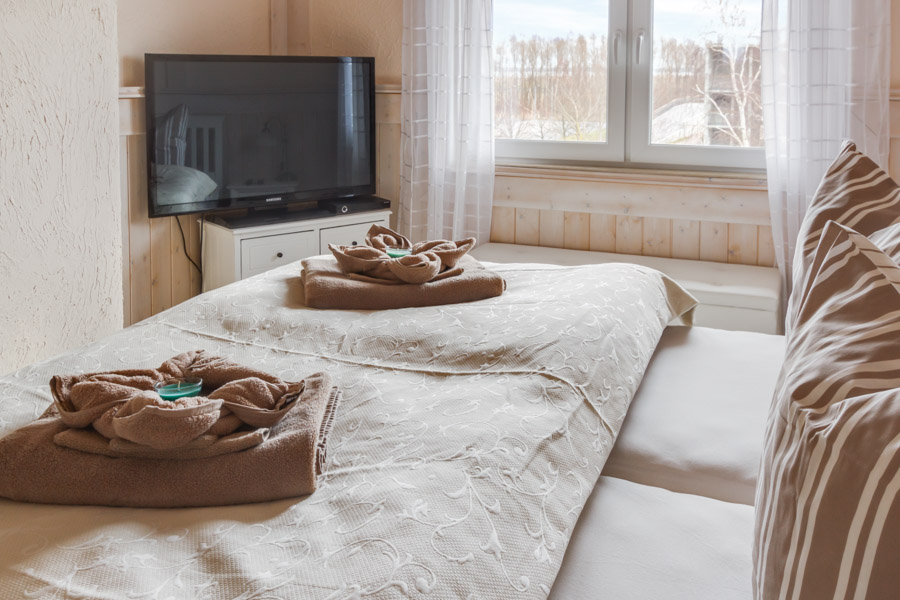 Fernseher im Schlafzimmer 2 – Ostsee-Ferienwohnungen