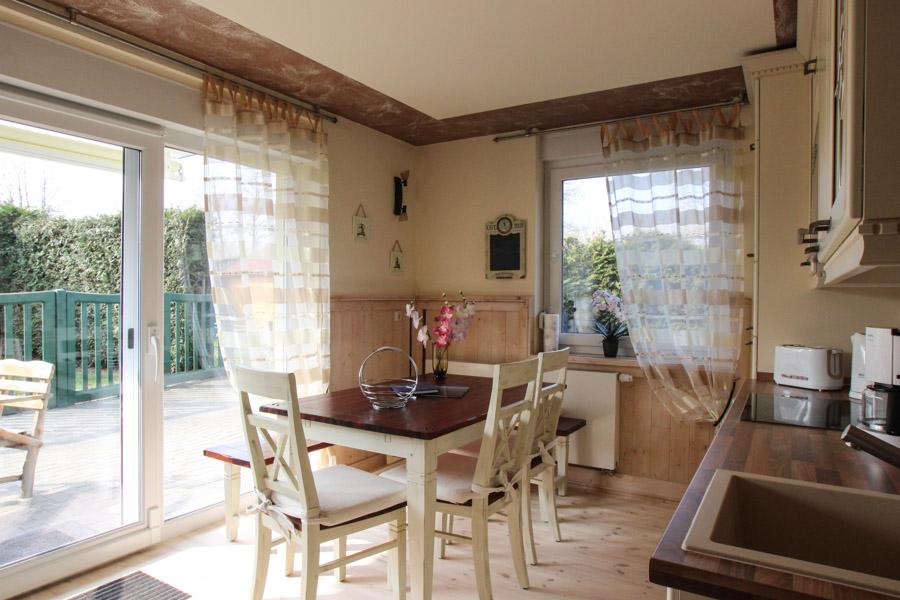 Sitzecke in Küche – Ostsee-Ferienwohnungen